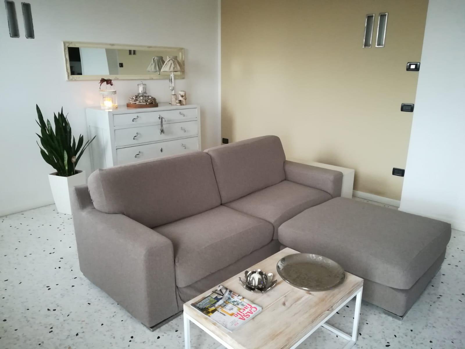 Copridivano su misura produzione tessile - Un divano per dodici ...